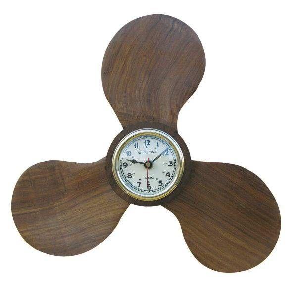 Uhr in einer Schiffsschraube Holz